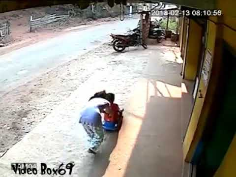 See this wild cow suddenly attack a kids playing